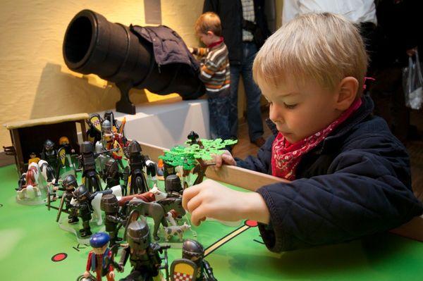 Grosse_Fehde_Playmobil_kleiner_Junge_lb